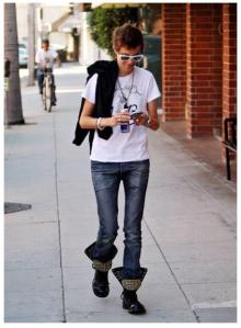 Samantha Ronson in bots bought at BES, NYC